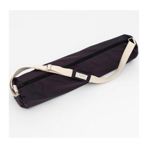 A waterproof yoga bag in the color grey-aubergine.