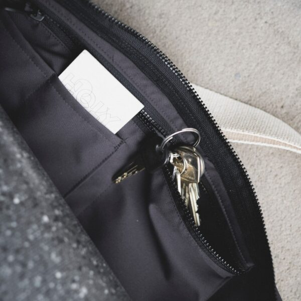 The yoga bag has extra handy inside pockets for your yoga studio card and keys.