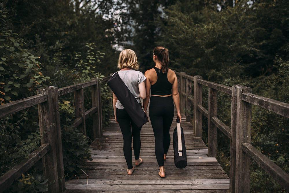 Crowdfunding hejhej-bag - zwei junge Mädchen tragen ihre Yogatasche