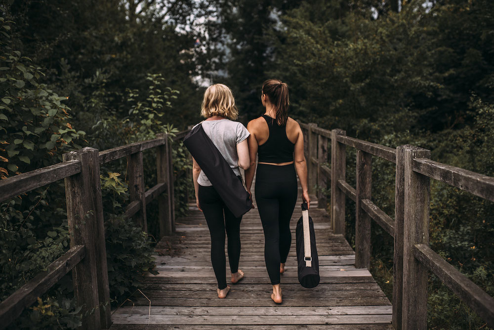 crowdfunding campaign hejhej-bag - two young girls carry their yoga bags home from a yoga practice