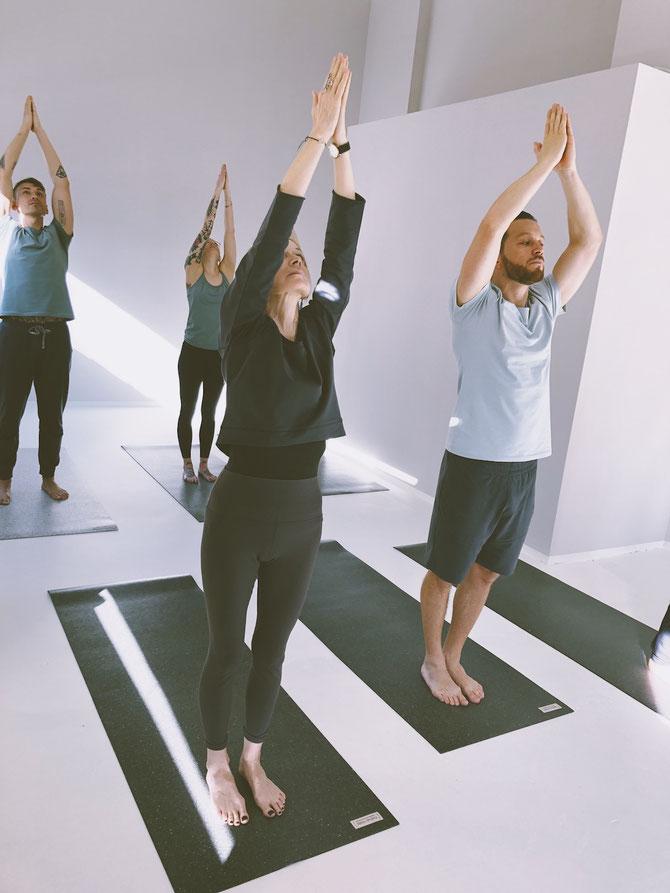Yoga in the studio in Hamburg on recycled yoga mats.