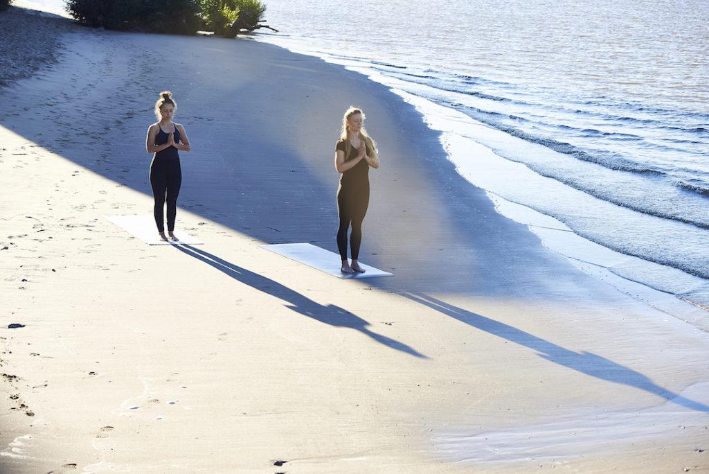 Eine günstige Yogamatte ist für unsere Gesellschaft und Umwelt schädlich