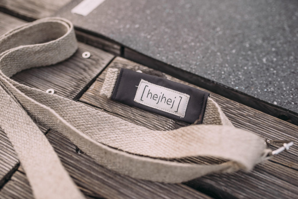 the strap of the sustainable yoga mat bag is detachable