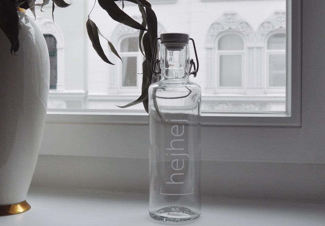 Glasflaschen als Ersatz für Plastik als Idee für einen nachhaltigen Lebensstil