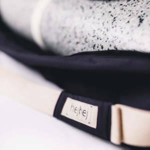 Das besondere an der Yogatasche: Der abnehmbare Gurt und der hejhej-griff. Hier in Nahaufnahme.