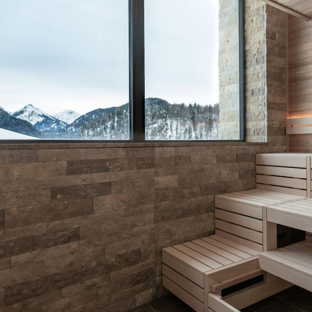Diea Aussicht auf die Berge eines der besten Yoga Hotels, dem Ameron in Neuschwanstein.