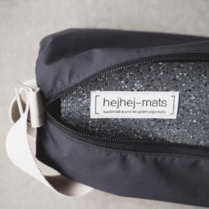 The dark hejhej yoga mat fits perfectly in the sustainable hejhej bag.