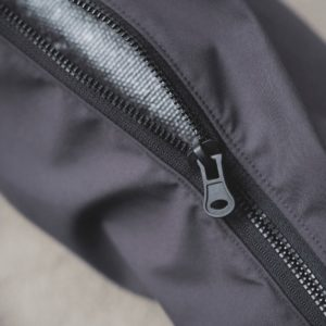 The zip of the waterproof yoga mat bag is made from recycled materials and can be clearly seen in this picture.