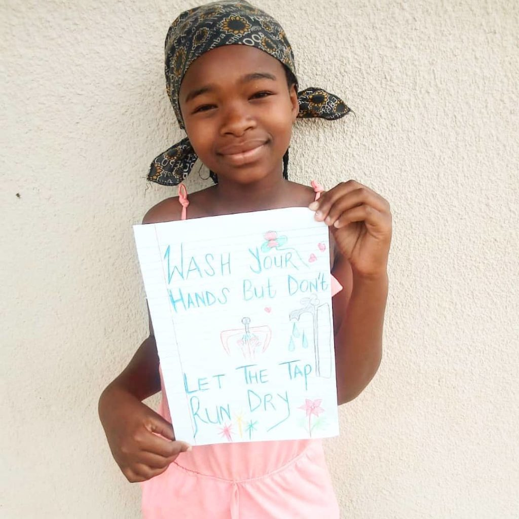 ein junges ECP Mädchen, das von hejhej unterstützt wird