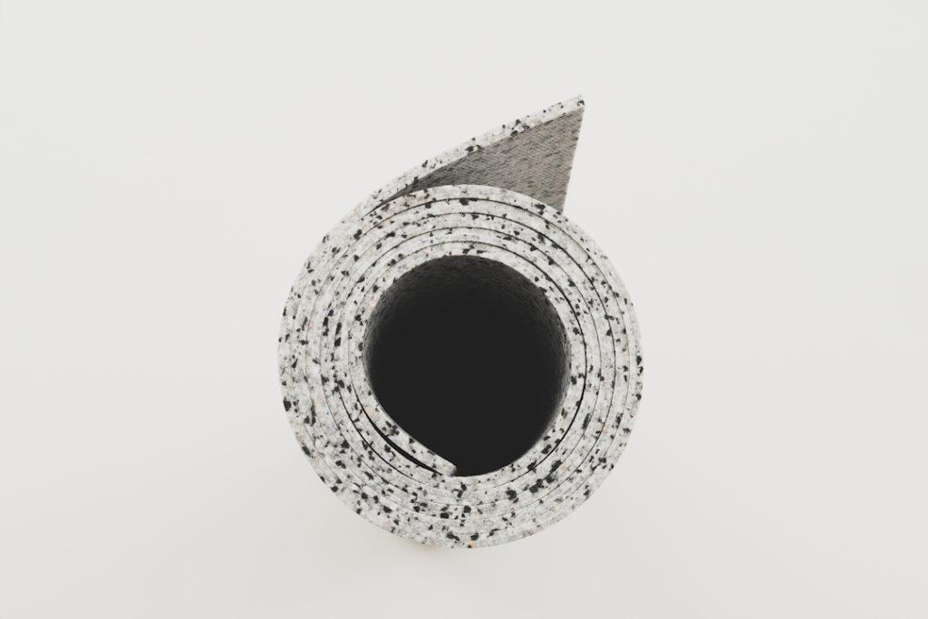 diese helle recycelte Yogamatte steckt voll Abfällen und zeigt hejhej-mats Einfluss