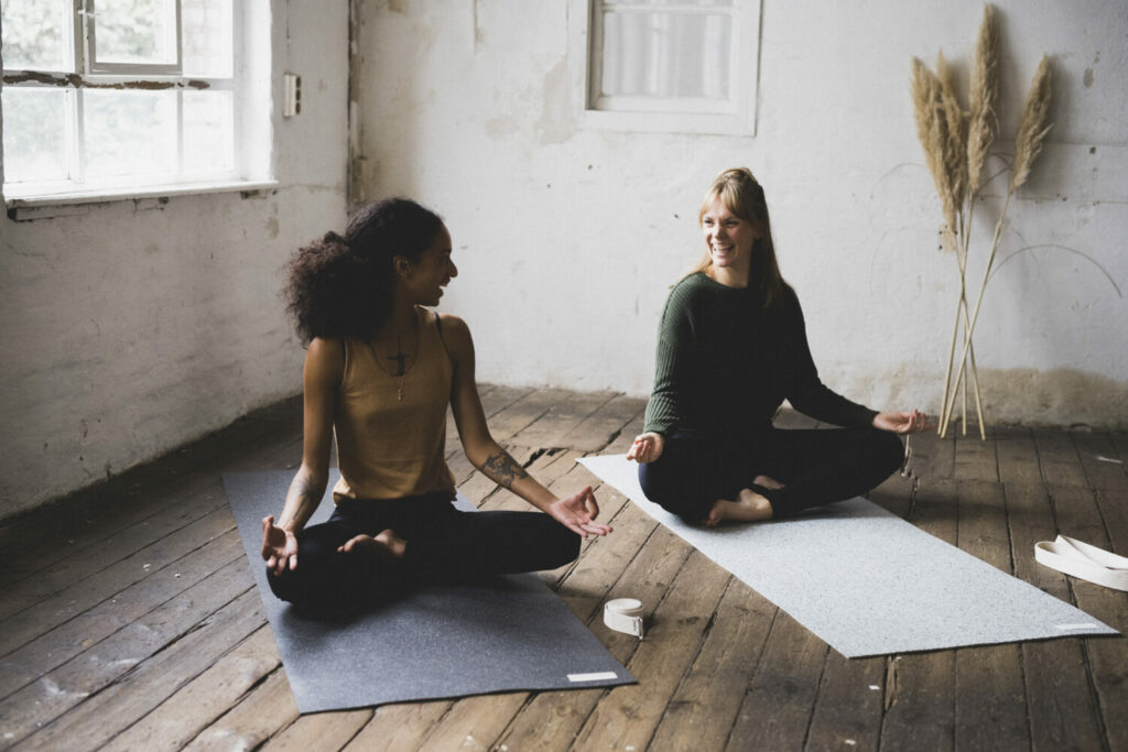 Two friends to start yoga practice on the closed-loop yoga mats.