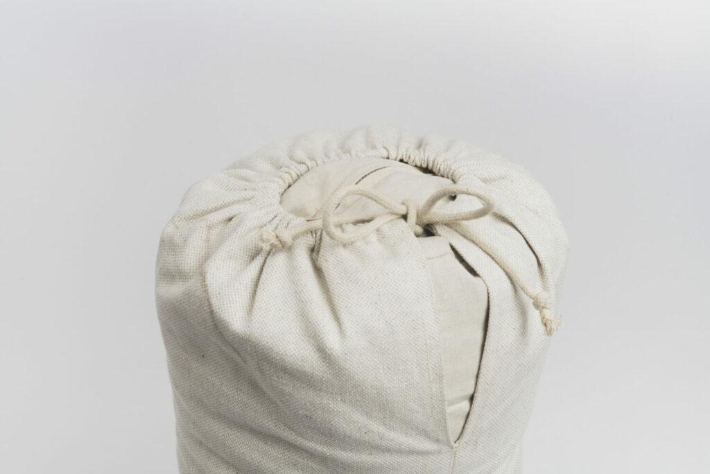 Detail Aufnahme des hejhej-bolsters mit Fokus auf den unteren Teil mit Kordel und Reisverschluss