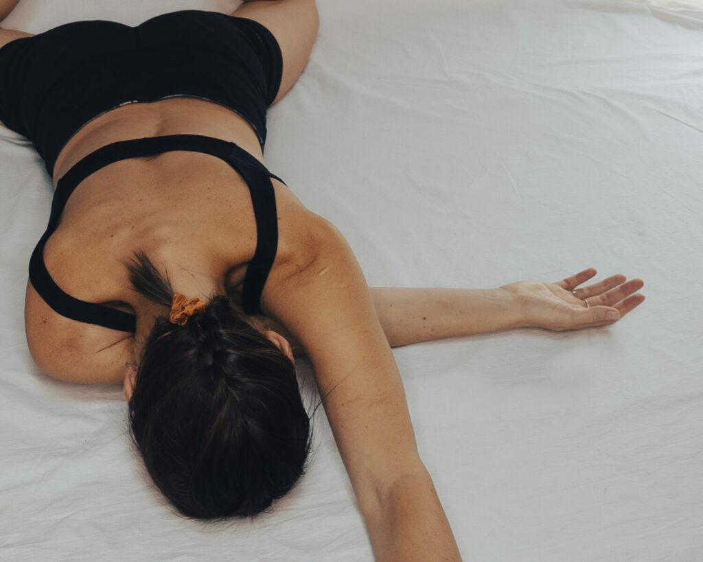 Marta im einseitigen umarmenden Flügel