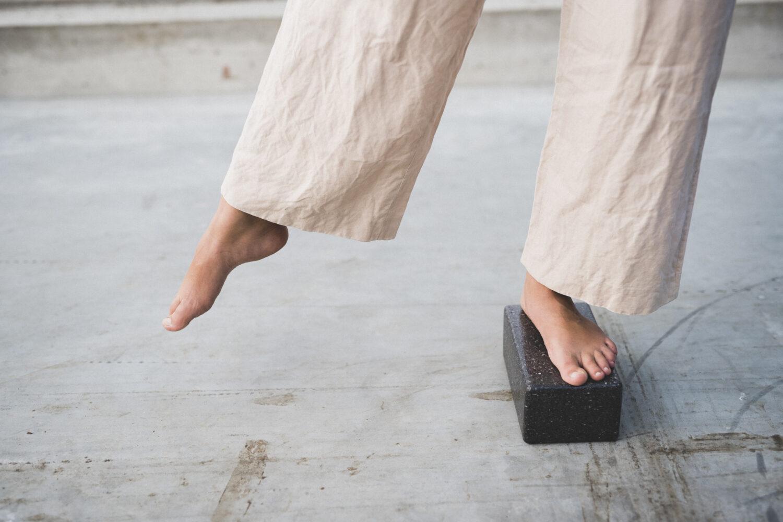 Yoga block exercises with the sustainable hejhej-block